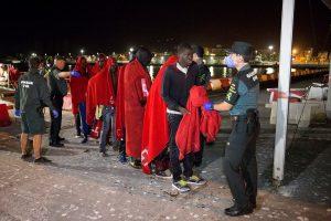 Prie Ispanijos krantų išgelbėta beveik 440 migrantų