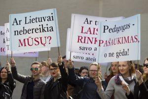 Dėl reformos sunerimę LEU studentai susirinko į mitingą