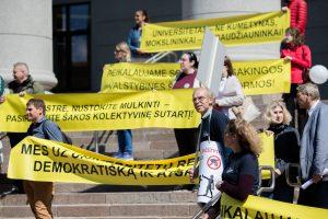 Po Seimo langais – mitingas dėl universitetų reformos