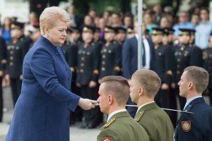 Karo akademijos absolventams suteikti karininko laipsniai
