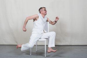 Gimtadienį švenčiantis A. Sakalauskas: teatro apdovanojimas – kaip smūgis į nosį