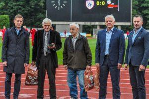 Pagerbti nusipelnę Kauno futbolo bendruomenės atstovai