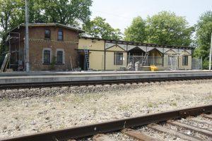 Ketinama pertvarkyti Girulių geležinkelio stotį