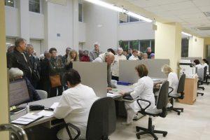 Seimas svarsto atsisakyti neįsigaliojusių baudų gydymo įstaigoms už eiles