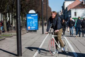 Eksperimentas: dviračiu tarp pėsčiųjų ir automobilių