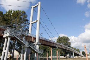 Derėsis dėl tilto per geležinkelį