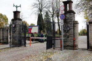 Kapinėse liejosi ir keiksmai