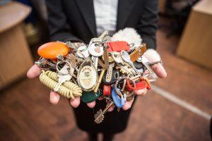 Autobusuose palikti daiktai: nuo batų iki dantų protezų ir raugintų kopūstų