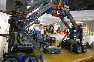 Susirungė robotų konstruktorių varžybose