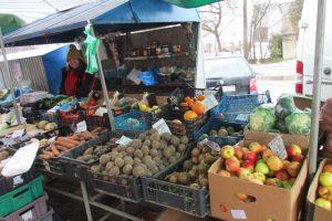 Pigių vaisių ir daržovių turgavietė vėl dirba