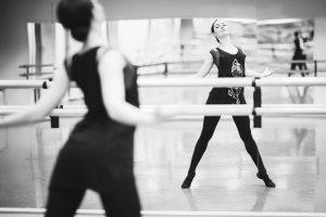"""""""Laukimai"""": dvidešimt metų baleto šokio žingsniu iki """"Auksinio scenos kryžiaus"""""""
