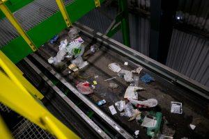 """Atliekoms rūšiuoti """"įdarbintos"""" naujausios technologijos"""