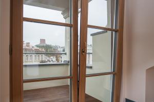 Patarimai naujakuriams: kaip išsirinkti kokybiškus langus ir duris