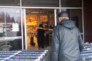 """Gargžduose iš """"Maximos"""" teko evakuoti žmones"""