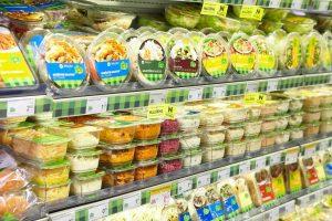 Darbuotojai vis dažniau pasirūpina pietumis parduotuvėse