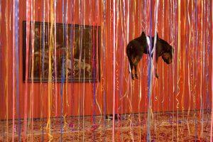Rusai įniršo dėl gyvūnų iškamšų Ermitažo meno parodoje