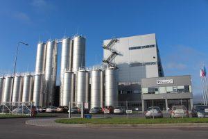 """""""Pienas LT"""" gamykla sutelkė žemdirbius, mokslininkus ir išeivius"""