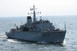 Lietuvos karo laivas išsiųstas stebėti Rusijos pratybų Baltijos jūroje