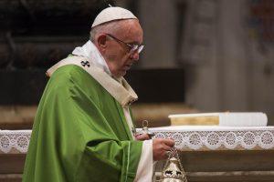 Popiežius Pranciškus aukojo jubiliejinių metų mišias kaliniams
