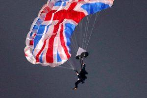 Londono olimpiados atidarymo programoje dalyvavęs parašiutininkas užsimušė Šveicarijoje