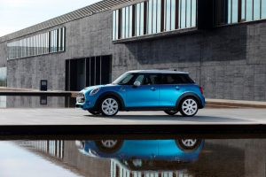 """""""Mini"""" išrinktas stabiliausiai vertę išlaikančiu automobiliu"""
