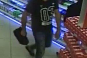 Policija prašo padėti atpažinti vaistinę apvogusį vyrą