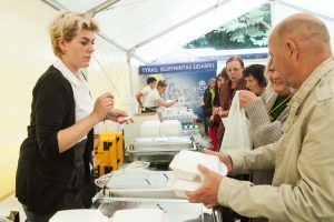 Dainų šventės maisto tiekėjui skirta per 100 tūkst. eurų baudų