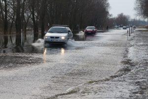 Šilutės rajone vėl kyla vanduo ant kelio į Rusnę