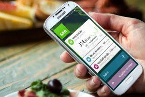 Smulkiuosius pinigus kišenėje keičia mobilioji banko programėlė