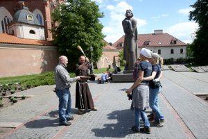 Poetas A. Mickevičius Vilniuje braidys po gėlių pievą