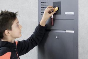 4 situacijos, kai vaikų priežiūrą galima patikėti protingiems namams