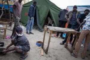 """Pagalbos organizacijos nepritaria migrantų """"Džiunglių"""" likvidavimui"""