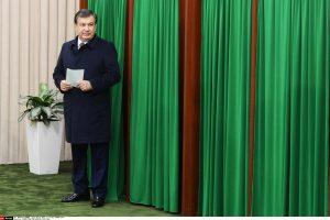 Uzbekistano laikinasis lyderis triuškinama persvara išrinktas prezidentu