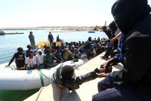 Prie Libijos krantų išgelbėti 5 tūkst. į Italiją plaukusių migrantų