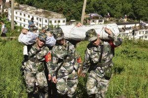 Kinijoje nuošliauža pražudė du žmones, dešimtys dingo