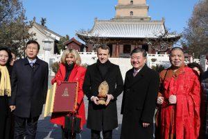 E. Macronas Kinijoje pasitelkia žirgų diplomatiją