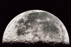 """Tik po 43-ejų metų Mėnulyje pavyko rasti """"Apollo 16"""" nukritimo vietą"""