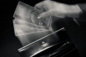 Už pinigų iš Seimo kasos iššvaistymą nuteista O.Goluskaitė paleidžiama į laisvę