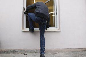 Iš namo Palangoje pavogti baldai ir buitinė technika