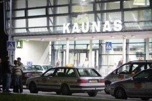 Kauno oro uoste pasieniečiai tramdė agresyvią keleivę