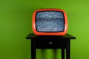 Riba tarp interneto ir televizijos sunyko?
