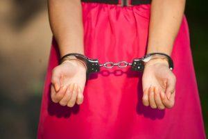 Prekybos žmonėmis byloje – švelnesnės bausmės