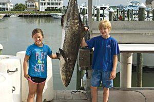 Pavydėtina: 9-metės mergaitės laimikis – beveik 43 kg ešerys