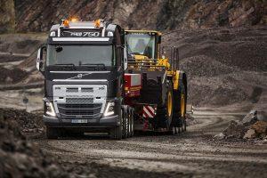 """""""Volvo FH"""" su sustiprintu priekiniu buferiu – darbui itin sudėtingomis sąlygomis"""