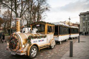 Suskubkite pasigrožėti sostinės Kalėdų eglute ir pasivažinėti traukinuku