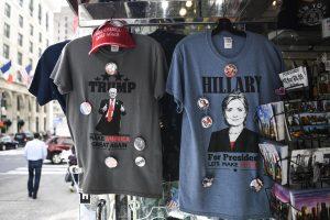 Suvenyrų pardavėjų kišenes storina JAV prezidentiniai debatai