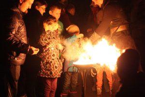 Mažuosius ligonius pradžiugino įspūdingas ugnies šou