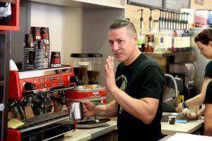 Kavos čempionas piešia pieno puta: noriu būti pirmas pasaulyje