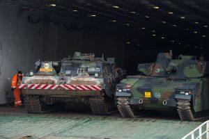 Nyderlandų karių kovinė technika – jau Lietuvoje