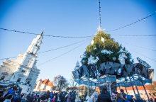 Įsisuka kalėdinė karuselė Rotušės aikštėje